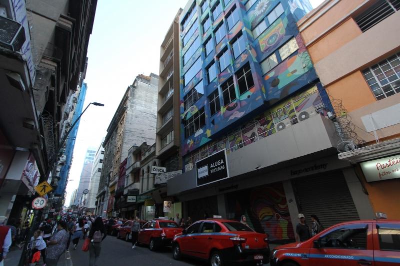 Hugo Beauty fecha escola de cabeleireiros no Centro de Porto Alegre