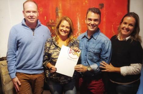 Programa da Regina estreia em novembro no Bah TV. Regina Lima assinou contrato nesta terça-feira