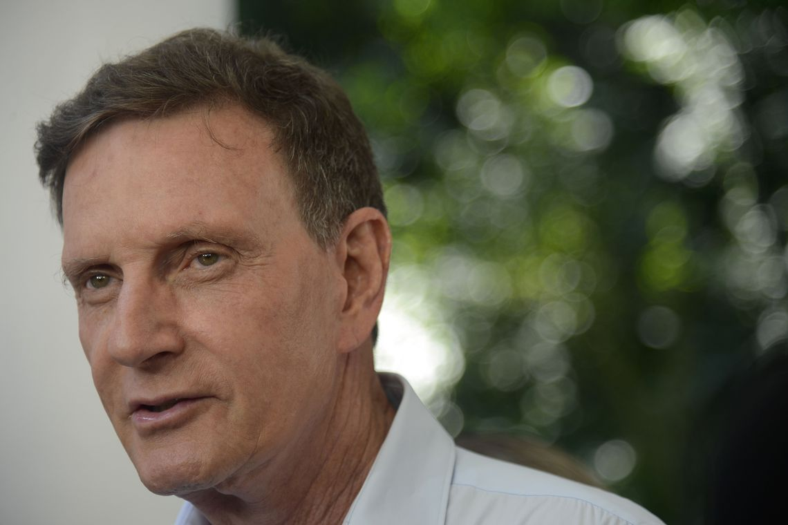 Crivella dá calote de R$ 230 milhões no BNDES antes de anunciar R$ 400 milhões em conservação de ruas para ano eleitoral