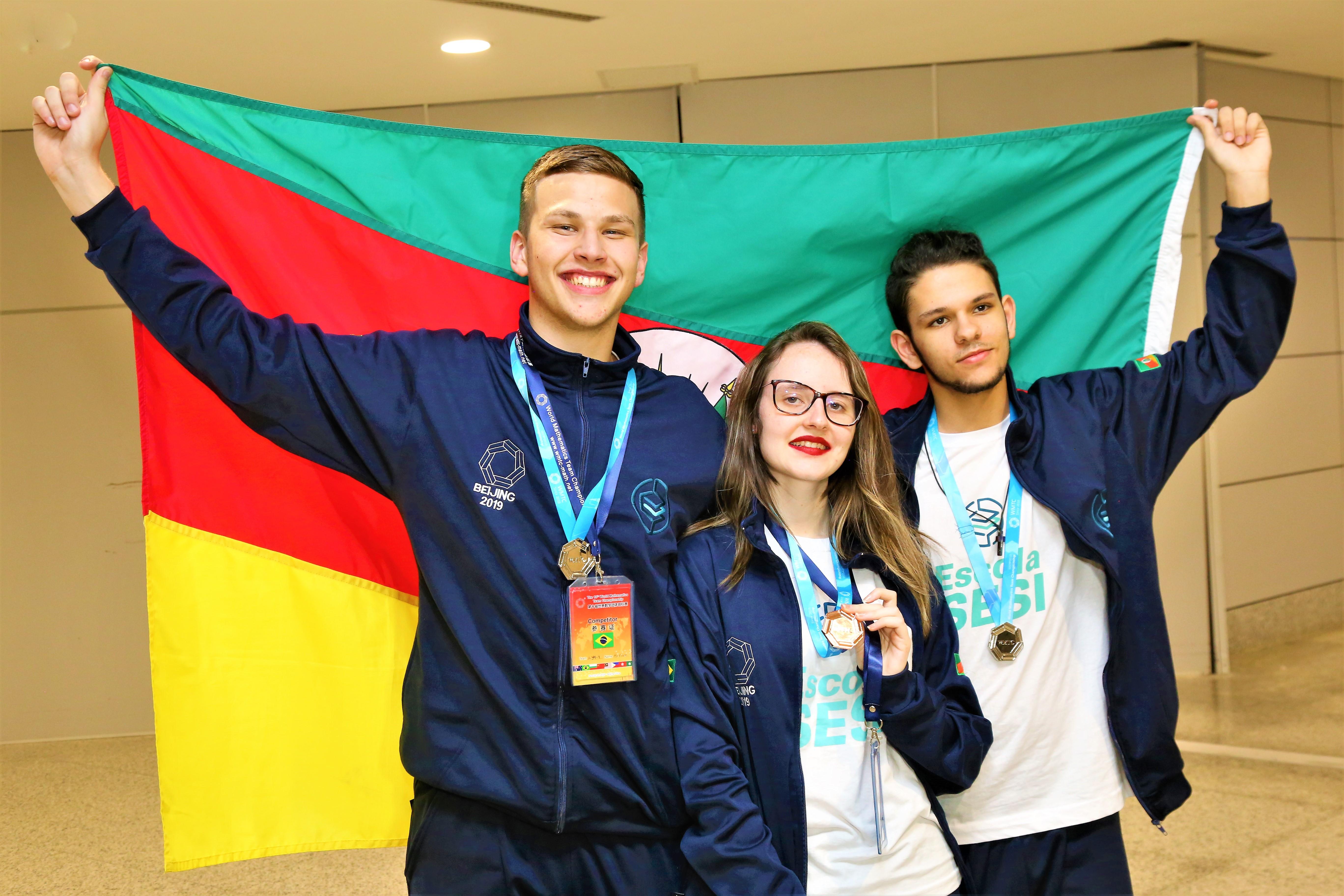 Estudantes gaúchos são medalhistas em olimpíada mundial de matemática na China