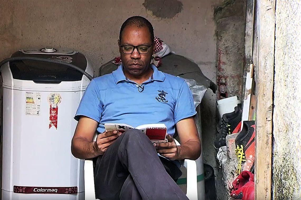Livros: Conheça a história de superação de um dos maiores leitores do país; por Isabel Série/EBC