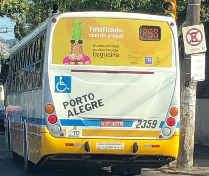 Campanha de conscientização contra óculos falsificados ganha espaço na frota de ônibus de Porto Alegre