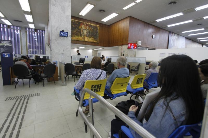Banrisul abre agências em horário estendido para renegociação de dívidas