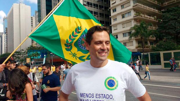 """Porto Alegre: Deputado Luiz Philippe lança  """"Por que o Brasil é um país atrasado?"""" e desvenda os bastidores da política em conversa nesta sexta-feira"""