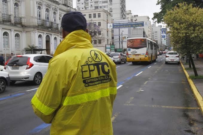 Porto Alegre: EPTC começa sinalizar mais um trecho com faixa exclusiva para ônibus