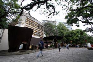 Surto de Coronavírus paralisa aulas e cancela eventos em Porto Alegre