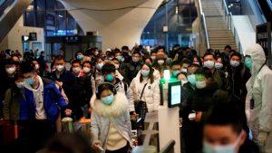 Na China, os cidadãos de Hubei são vistos como párias, apesar do declínio da epidemia