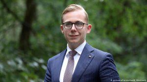 Suspeita de corrupção recai sobre estrela do partido de Merkel; Deutsche Welle
