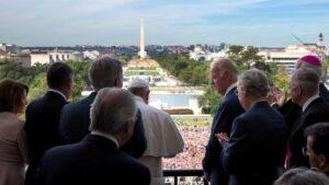 Por que bispos americanos querem impedir Biden de comungar; BBC