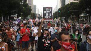 Brasileiros protestam no exterior contra Bolsonaro e gestão da epidemia; RFI
