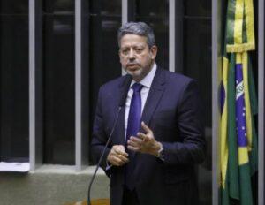 Lira defende fundão eleitoral e diz que, sem verba pública, campanhas podem ser bancadas por milícia e tráfico; O Estado de São Paulo