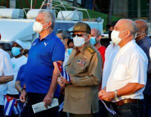 """Raúl Castro reaparece em comício de """"reafirmação revolucionária"""" após protestos em Cuba; El País"""