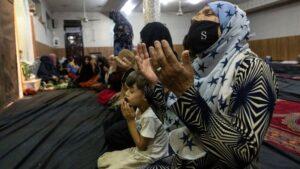 Afeganistão: Presidente foge enquanto Talebã entra em Cabul 'por todos os lados'; BBC