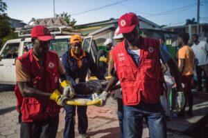 Haiti segue em busca de sobreviventes do terremoto que já deixou mais de 1.200 mortos; El País