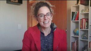 Bruna Ostermann lança podcast sobre comportamento, sociedade e política. 'Segura esse B.O' é dividido por temporadas de 10 episódios; Coletiva.Net