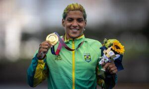 Tóquio 2020: Ana Marcela Cunha é ouro na maratona aquática. Brasileira vence prova dos 10 km da Olimpíada de Tóquio