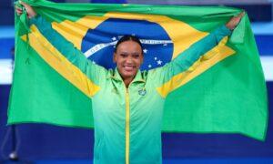 Tóquio 2020: Rebeca Andrade será porta-bandeira do Brasil no encerramento. Cerimônia está programada para as 8h de domingo (8)