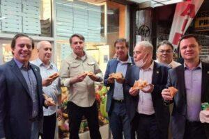Sem poder entrar em restaurantes de NY, Bolsonaro come pizza na rua; Correio Braziliense
