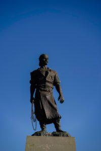 Porto Alegre: Preparo para restauração do Monumento ao Laçador começou nesta terça