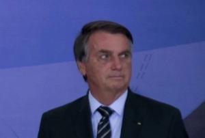 """Bolsonaro diz que chora no banheiro: """"E minha esposa acha que sou o machão dos machões""""; Metrópoles"""