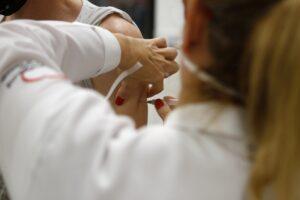 Porto Alegre atinge 60% da população total com esquema vacinal completo contra Covid-19; Jornal do Comércio