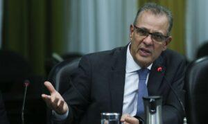 Ministro diz que governo não trabalha com hipótese de racionamento